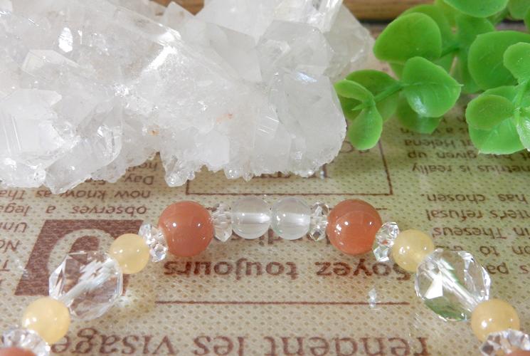 オレンジムーンストーンとアラゴナイトのブレスレット-1