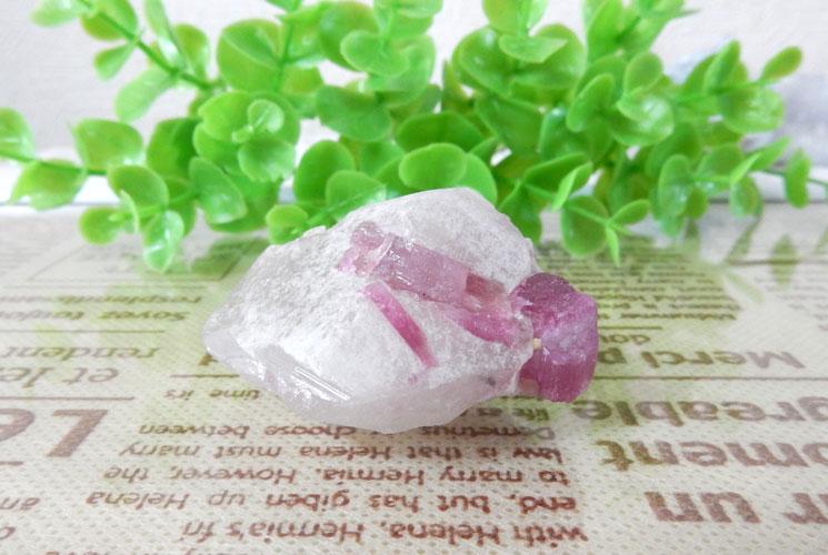 ブラジル産ピンクトルマリン原石(水晶共生)