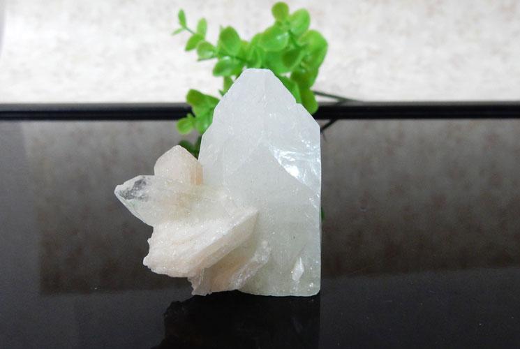 インド産アポフィライト 原石(スティルバイト共生)