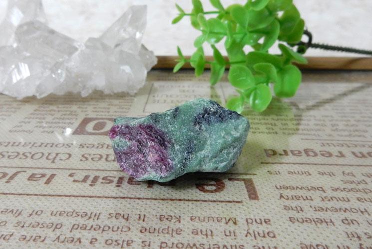 ルビーインゾイサイト 原石