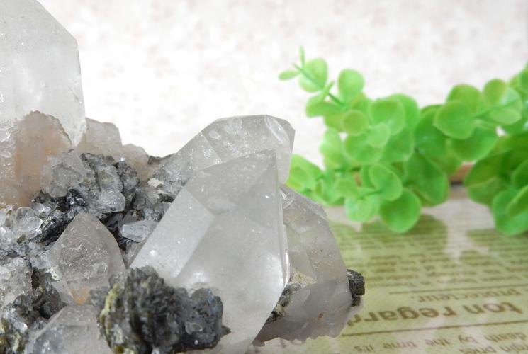 ヒマラヤ産クォーツ(水晶)のクラスター(エピドート共生)-2