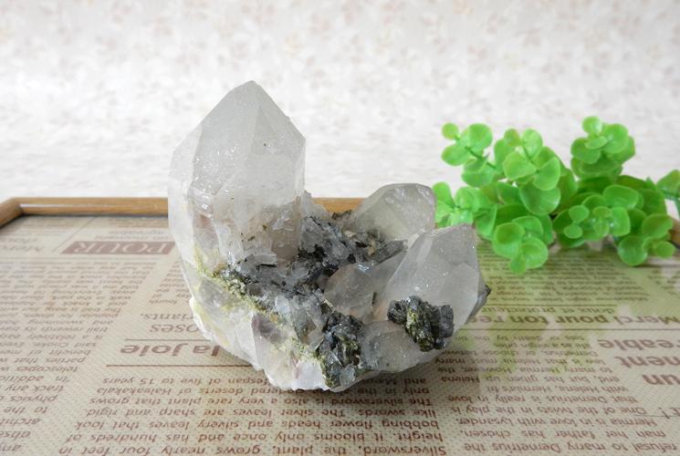 ヒマラヤ産クォーツ(水晶)のクラスター(エピドート共生)