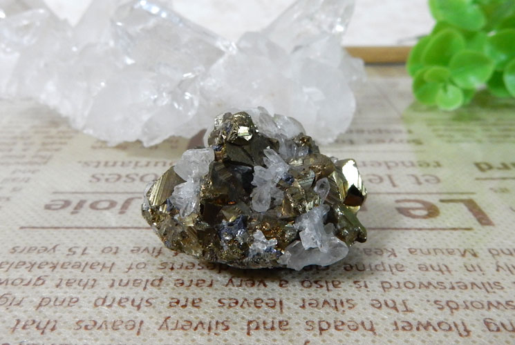 ペルー産パイライト(水晶共生)クラスター