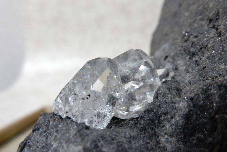 ニューヨーク産母岩付ハーキマーダイヤモンドの原石-2