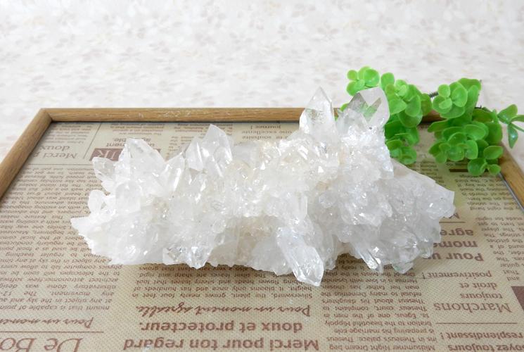 ヒマラヤ産の水晶クラスター