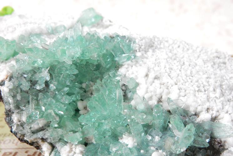 インド産グリーンアポフィライトの原石-2