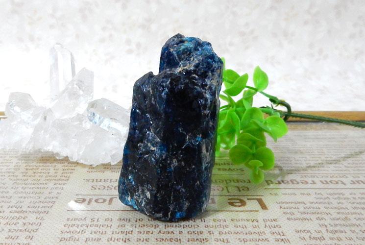 ブラジル産ブルーアパタイトの原石