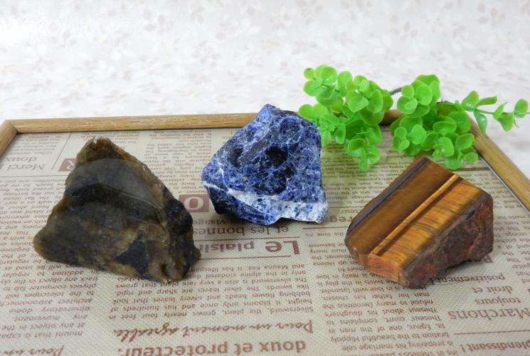 ラブラドライトとソーダライトとタイガーアイの原石セット