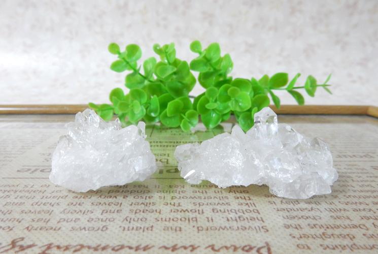 ブラジル産小さな水晶のクラスターセット