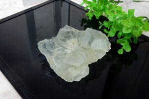 中国・湖南省産グリーンフローライトの原石(16-gs1116-01)