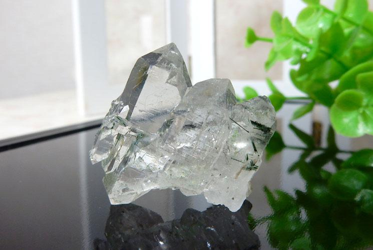 ブラジル産ファーデンクォーツ(トルマリン内包)の小さな原石-1