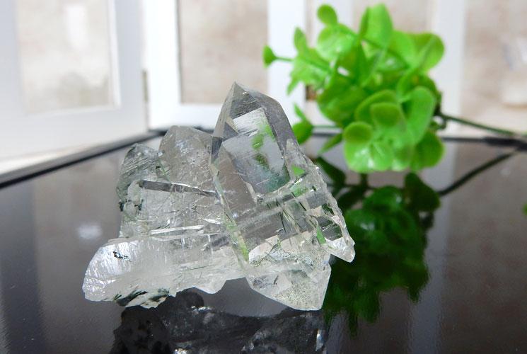 ブラジル産ファーデンクォーツ(トルマリン内包)の小さな原石-2