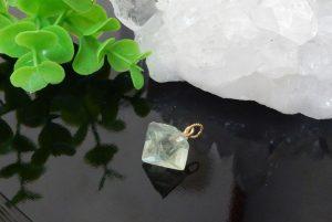フローライト結晶のペンダント(16-nk1018-01)