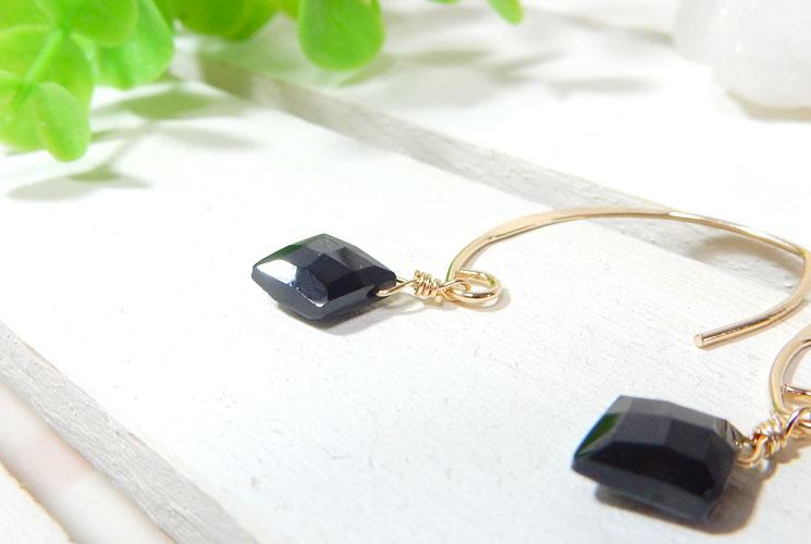 ブラックスピネルのダイヤ型フックピアス-1
