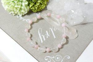 ホワイトルチルクォーツとピンクオパールのブレスレット(17-br1006-01)