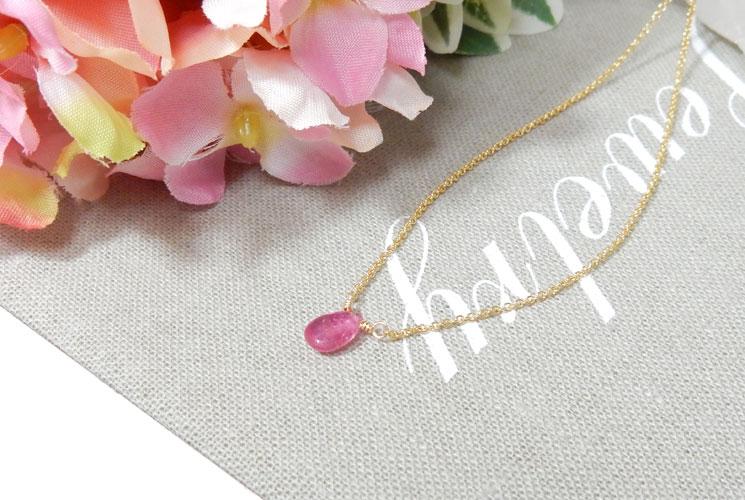 ピンクサファイアの1粒ネックレス