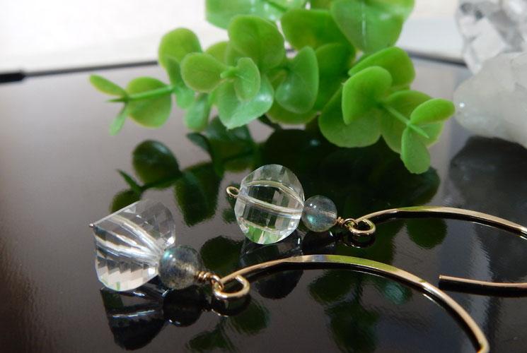 水晶とラブラドライトのフックピアス-1
