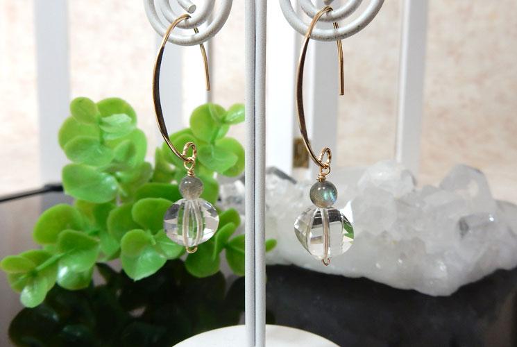 水晶とラブラドライトのフックピアス-2