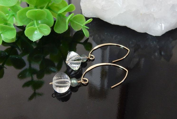 水晶とラブラドライトのフックピアス