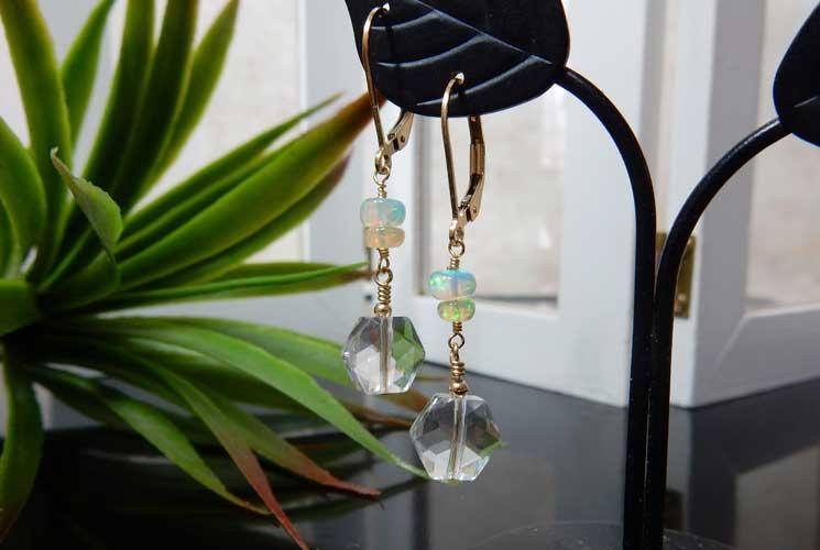 オパールと水晶のレバーバックピアス-2