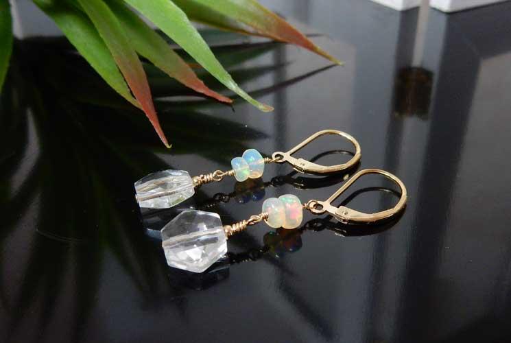 オパールと水晶のレバーバックピアス