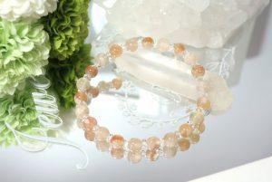 桜めのうとクォーツ(水晶)のブレスレット(18-br0626-02)