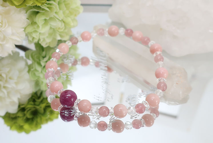ピンクオパールとルビーのブレスレット
