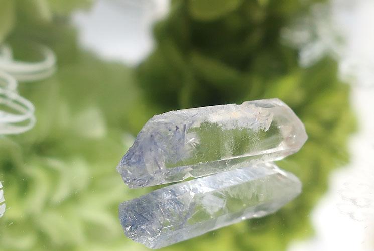 デュモルチェライトインクォーツの小さな結晶-3