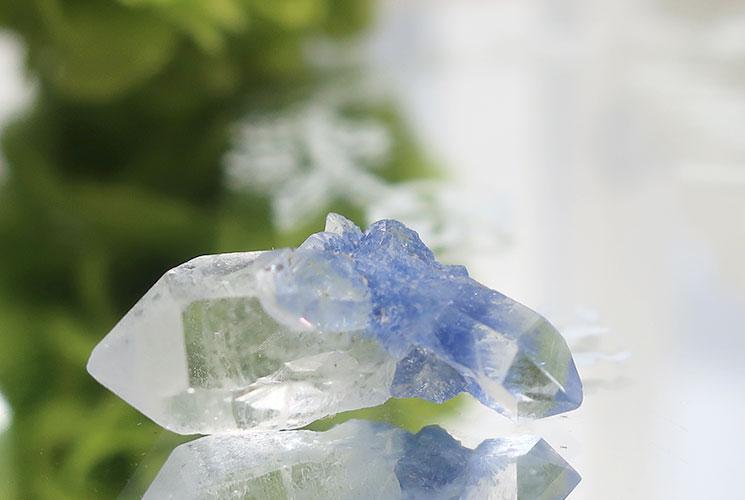 デュモルチェライトインクォーツの小さな結晶-2