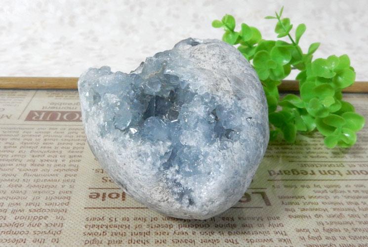 マダガスカル産セレスタイトの原石-2