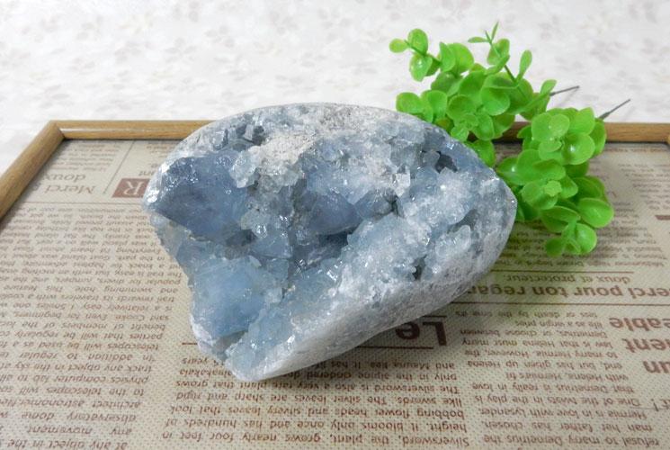マダガスカル産セレスタイトの原石